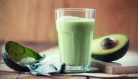 spirulina-avocado-smoothie